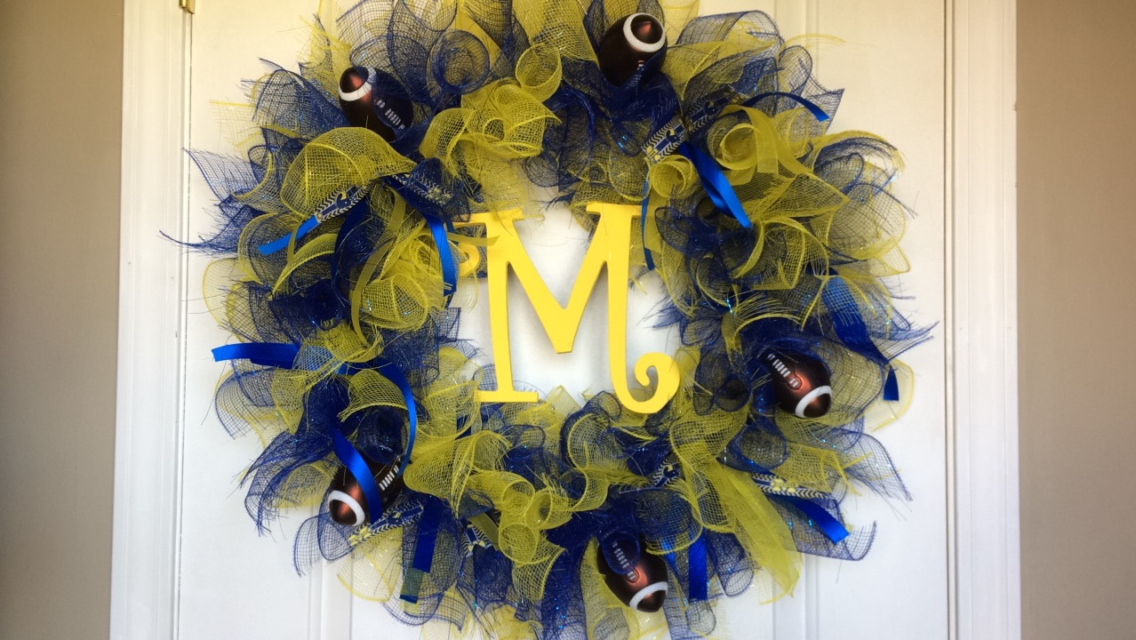 [DIY – Michigan Wolverines Christmas Wreath]