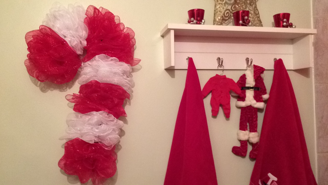 [DIY – Dollar Tree Christmas Candy Cane Wreath]